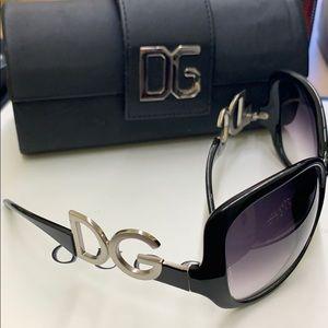 Dolce & Gabbana sunglasses 🕶 black and silver